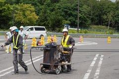 El hombre de la reparación del camino Fotografía de archivo