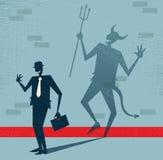 El hombre de negocios abstracto es el diablo en disfraz. Foto de archivo