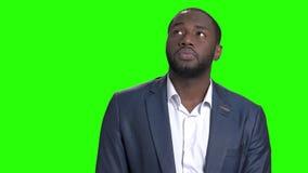 El hombre de negocios afroamericano recordaba algo agradable almacen de metraje de vídeo