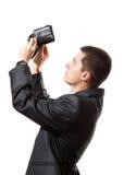 El hombre de negocios busca un poco de dinero en carpeta vacía Imagen de archivo