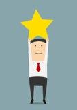 El hombre de negocios consigue un trofeo de oro de la estrella Fotografía de archivo libre de regalías