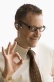 El hombre de negocios da la señal aceptable - aislada Imágenes de archivo libres de regalías