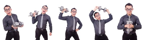 El hombre de negocios divertido con pesas de gimnasia aislado en blanco fotografía de archivo