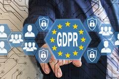 El hombre de negocios elige el GDPR en la pantalla táctil Concepto general de la regulación de la protección de datos Fotos de archivo libres de regalías