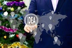 El hombre de negocios elige el IDEA en la pantalla táctil imagen de archivo libre de regalías