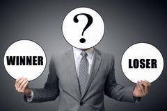 El hombre de negocios elige quién para ser el ganador o el perdedor foto de archivo libre de regalías
