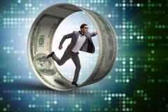 El hombre de negocios en la rueda del hámster que persigue dólares fotografía de archivo