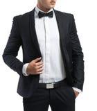 El hombre de negocios en un traje endereza chaqueta Fotografía de archivo libre de regalías