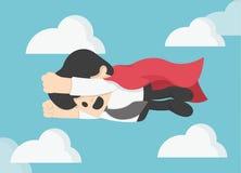 El hombre de negocios está volando como el superhombre que vuela rápidamente en el cielo Foto de archivo