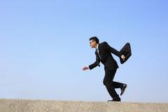 El hombre de negocios feliz salta Foto de archivo