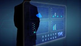 El hombre de negocios hace un análisis financiero en gráficos comerciales financieros de las pantallas táctiles ilustración del vector