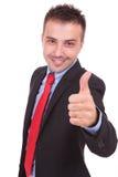 El hombre de negocios hermoso que muestra los pulgares sube gesto Imágenes de archivo libres de regalías