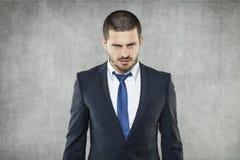 El hombre de negocios hizo una cara enojada Foto de archivo libre de regalías