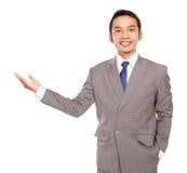 El hombre de negocios joven con estilo invita Fotos de archivo libres de regalías