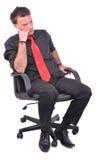 El hombre de negocios joven está pensando Foto de archivo