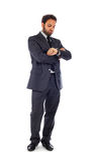 El hombre de negocios joven mira el reloj imagen de archivo