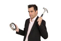 El hombre de negocios joven rompe el reloj de su ingenio del trabajo Imagen de archivo libre de regalías