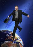 El hombre de negocios joven salta a través del mundo Imágenes de archivo libres de regalías