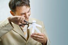 El hombre de negocios joven scissor al hombre de papel Fotografía de archivo libre de regalías