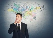 El hombre de negocios piensa para las nuevas ideas Imágenes de archivo libres de regalías