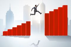El hombre de negocios que corre hacia éxito económico ilustración del vector