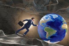 El hombre de negocios que empuja el mundo en concepto del desafío Imagen de archivo libre de regalías