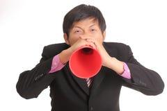 El hombre de negocios que grita para anuncia fotos de archivo libres de regalías