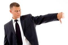 El hombre de negocios que muestra los pulgares abajo gesticula Foto de archivo