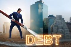 El hombre de negocios que paga apagado sus deudas y pr?stamos fotografía de archivo