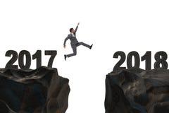 El hombre de negocios que salta a partir de 2017 a 2018 Imágenes de archivo libres de regalías