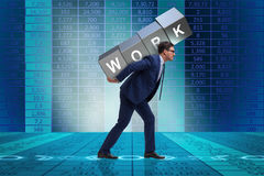 El hombre de negocios que trabaja demasiado difícilmente en concepto del negocio Imagen de archivo