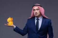 El hombre de negocios árabe con la muestra de dólar ardiente Fotografía de archivo