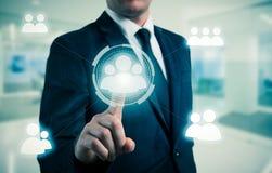 El hombre de negocios señala a la icono-hora, al reclutamiento y al concepto elegido Fotos de archivo libres de regalías