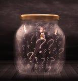 El hombre de negocios se cerró en un tarro con concepto de los signos de interrogación Foto de archivo libre de regalías