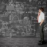 El hombre de negocios soluciona problemas Imagen de archivo libre de regalías