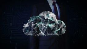 El hombre de negocios tocó la pantalla, los puntos numerosos recolecta para crear una muestra de la nube, Internet del concepto d almacen de video
