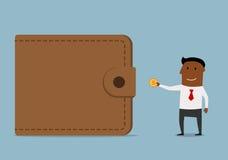 El hombre de negocios trae el dinero a la cartera Foto de archivo