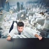 El hombre de negocios va a caerse Fotografía de archivo libre de regalías