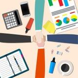 el hombre de negocios y la mujer se unen a las manos libre illustration