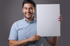 El hombre de Youn lleva a cabo al tablero Fotos de archivo