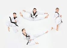 El hombre del karate con karate del entrenamiento de la correa negra Fotos de archivo