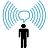 El hombre del símbolo de Wifi habla en red inalámbrica Imagenes de archivo
