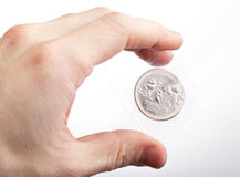 El hombre demuestra nuevo ruso 25 rublos de moneda Fotografía de archivo