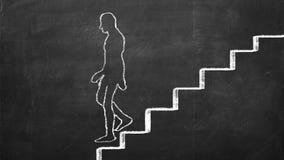 El hombre dibujado tiza está caminando abajo de las escaleras Fotos de archivo