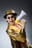 El hombre divertido con el altavoz Imagen de archivo libre de regalías
