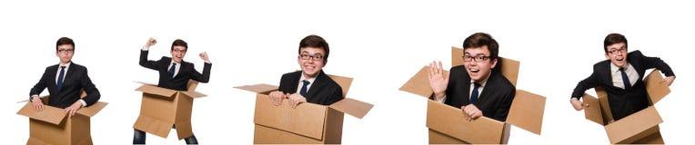 El hombre divertido con las cajas aisladas en blanco Imagen de archivo