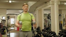 El hombre en el gimnasio Aptitud Forma de vida sana metrajes