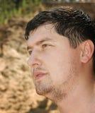 El hombre en gotas del agua Foto de archivo libre de regalías