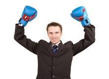 El hombre en juego y los guantes, manos suben la muestra del éxito Imagen de archivo libre de regalías
