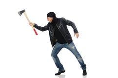 El hombre enojado con el hacha aislada en blanco Imágenes de archivo libres de regalías